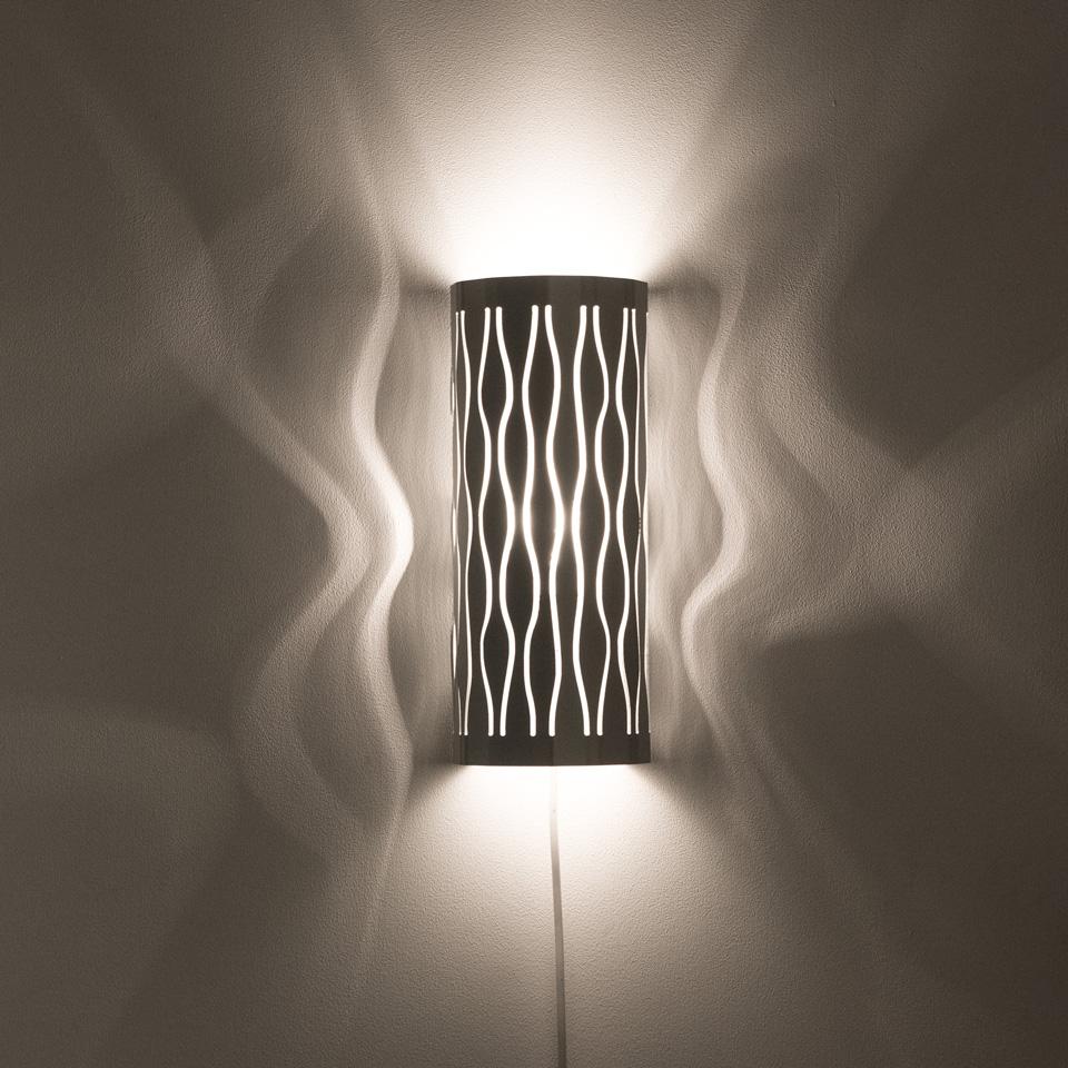 Dekorativ lampskärm i aluminium. Lätt att byta ut för variation.