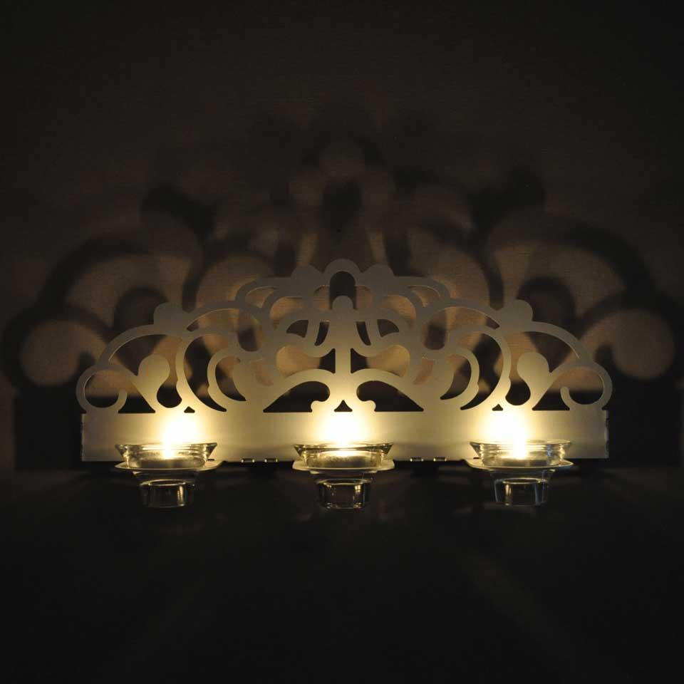 Stil. Väggljusstake i aluminium för tre värmeljus. Lampett för tre värmeljus i aluminium. Ljus, inredning, lampa