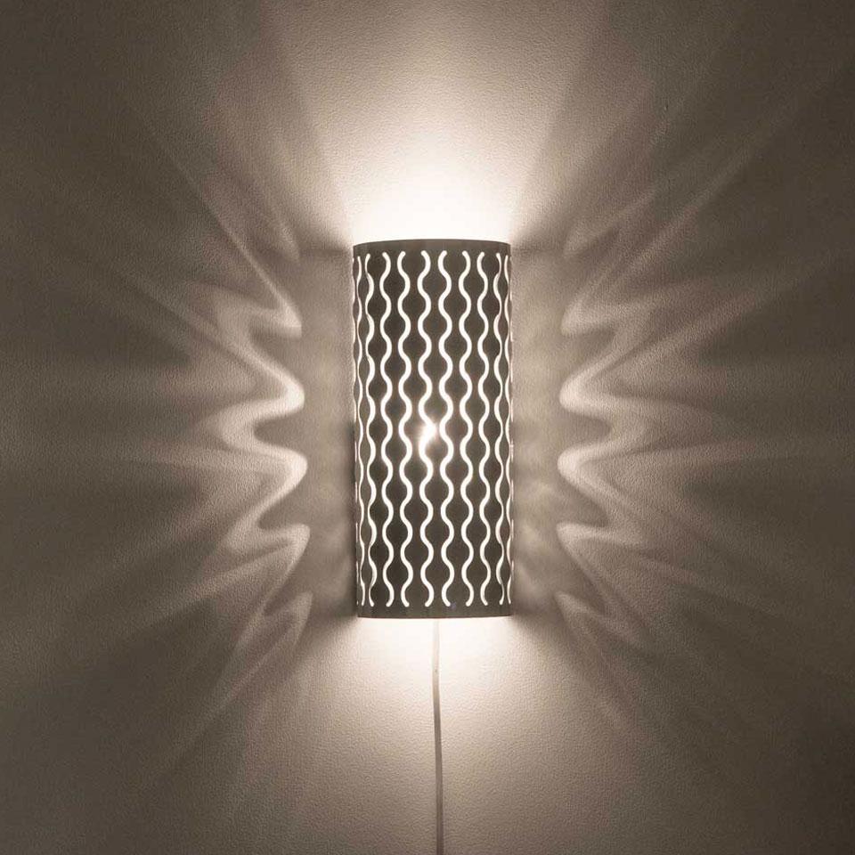 Dekorativ lampskärm i rostfritt stål. Lätt att byta ut för variation.