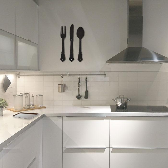 Väggdekor Köket : Finbesticken väggdekor bestick tillverkade i svart valchromat�